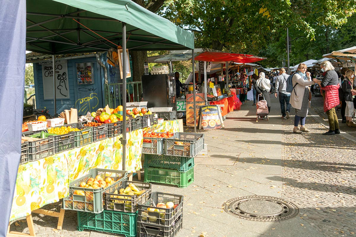 Turkish market on Landwehrkanal Neukölln