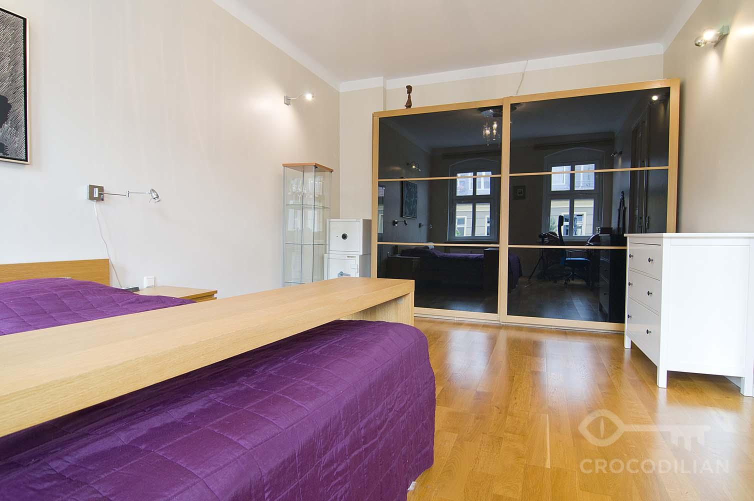Spacious 4 Room Apartment 2 Bedrooms In Popular Area