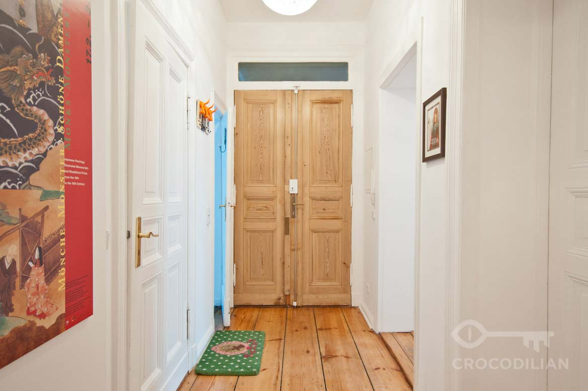 3-Room Flat with Stucco and stylish vintage Furnishing, Wöhlertstr.