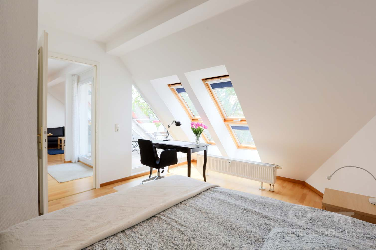 Bright Top Floor Apartment with Terrace, Winsstr.