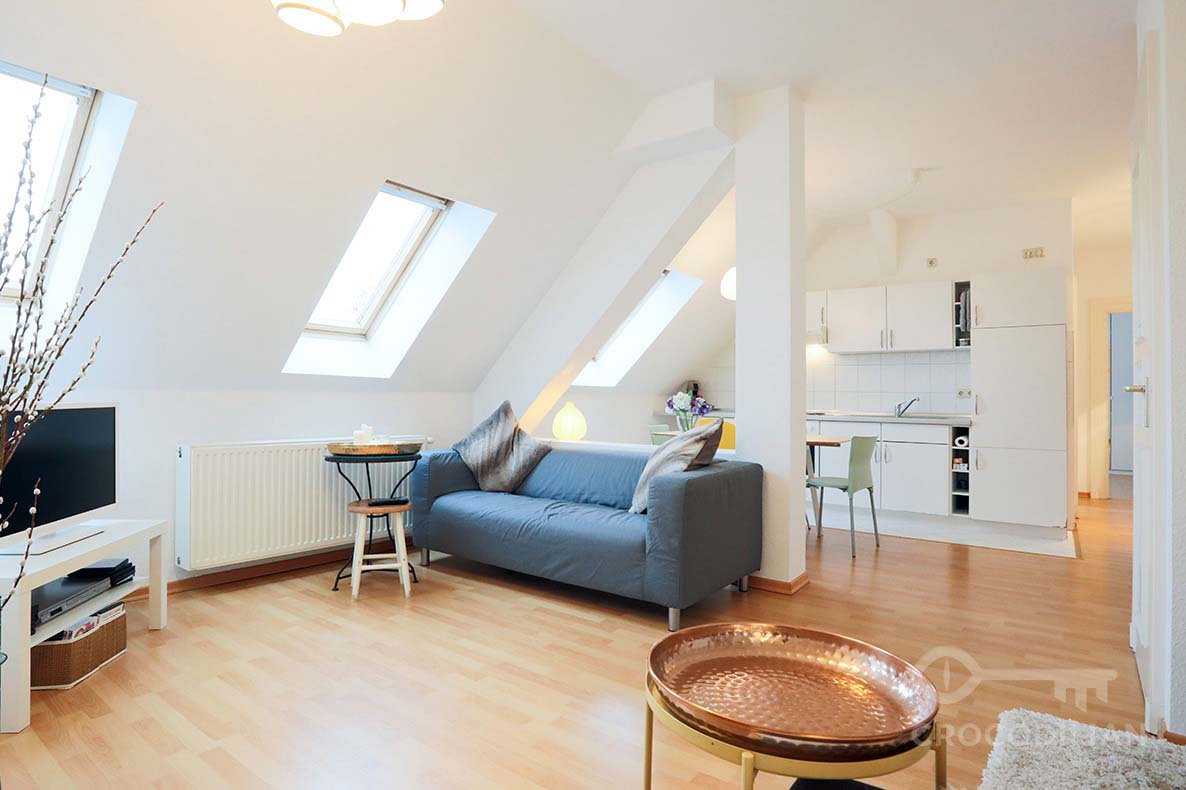 Centrally located 2-Room Top-Floor Apartment, Schröderstr