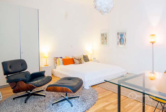 1-Room Flat, Eames Chairs with Terrace, Chodowieckistr