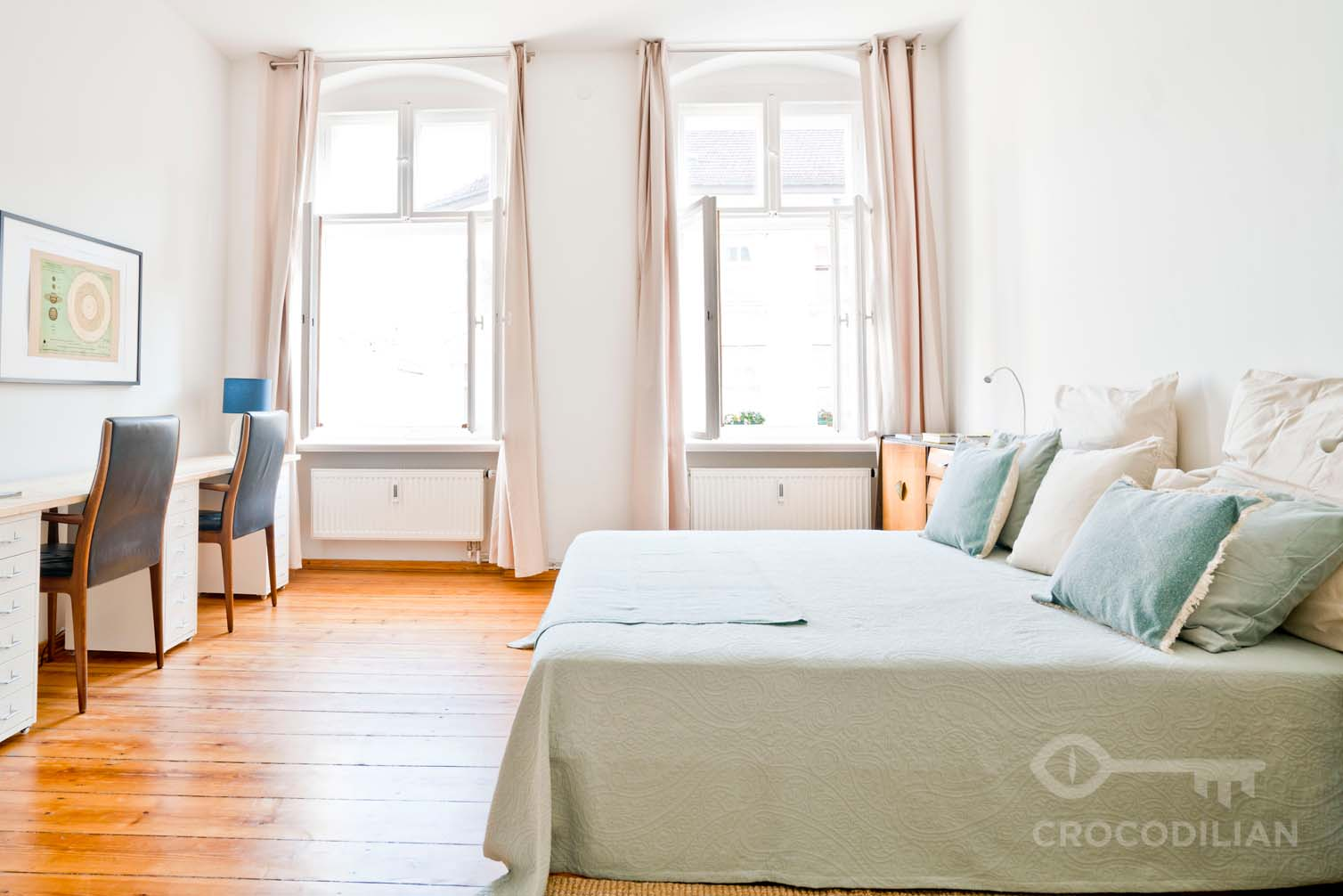 Living in Style: Spacious 1 Room Apartment in Top Location, Lottumstr.