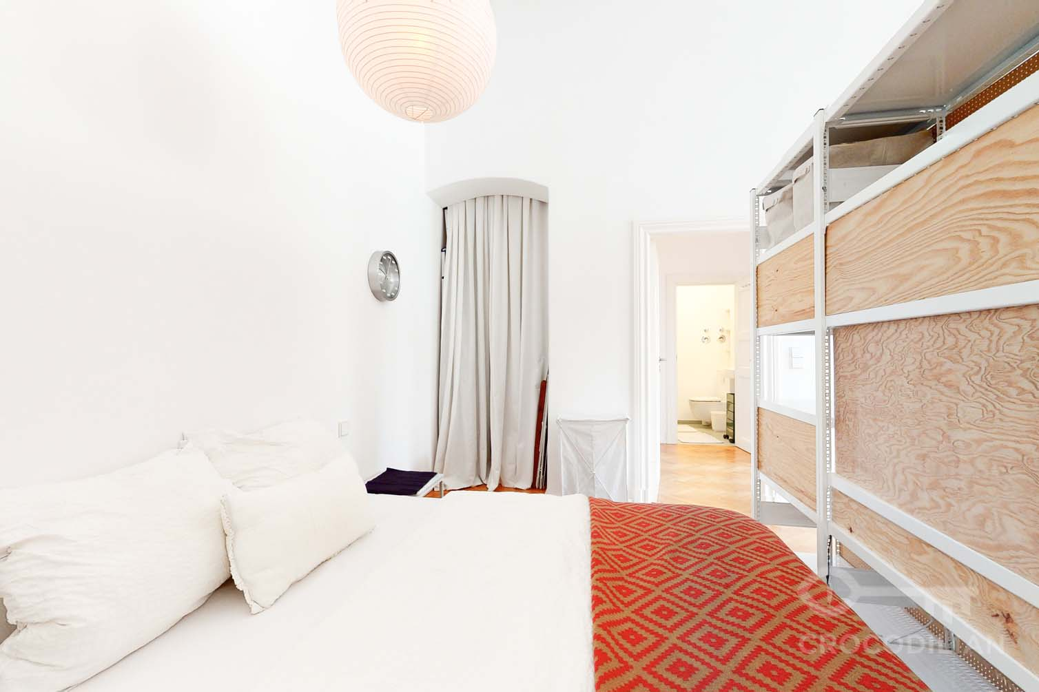 Designer apartment with spacious balcony near Savignyplatz